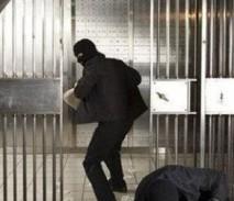 Самые дерзкие ограбления Сбербанка: видео с места преступления