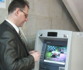 Подключение услуги мобильного банка для владельцев карт