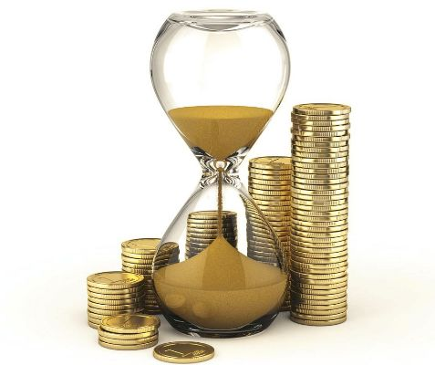 песочные часы из песочных монет